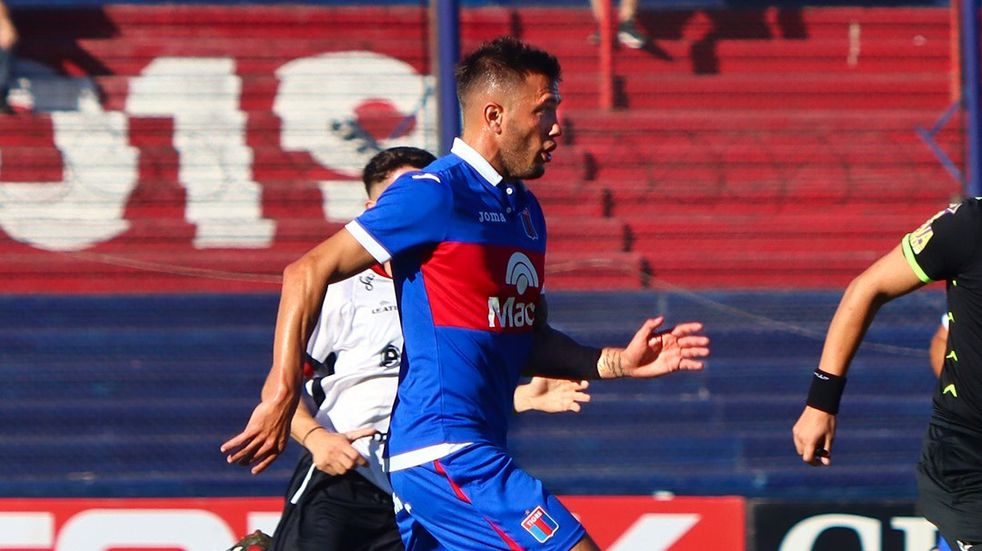 Newell's suma a Gabriel Compagnucci como posible refuerzo junto a Juan Garro