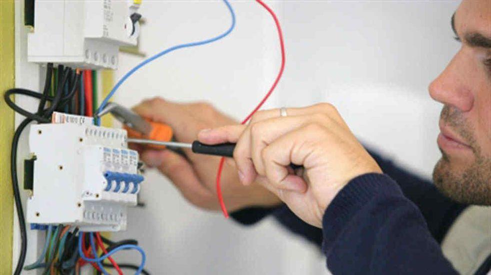Trámites de instalación eléctrica más ágil y económica para actividades comerciales