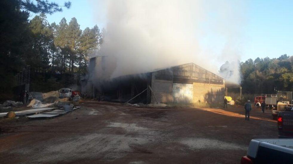 La empresa GP Energy en Capioví sufrió un voraz incendió que le causó graves daños