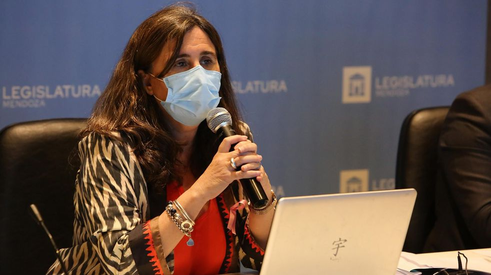 La Ministra dijo que ya se han inscripto más de 55 jovenes entre 12 y 17 años y hoy ya se comenzó a vacunarlos. Gobierno de Mendoza