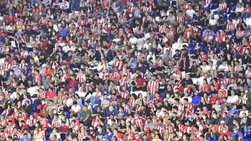 En el partido ante Argentina, Paraguay superó ampliamente el aforo permitido del 50%