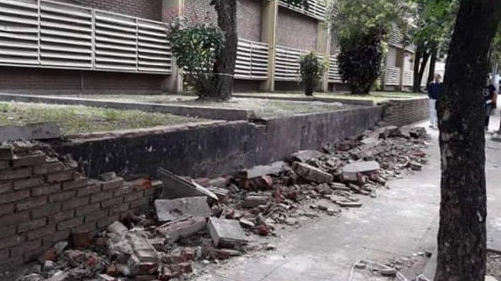 Tormenta en Resistencia: colapsó un muro de la escuela Lino Torres