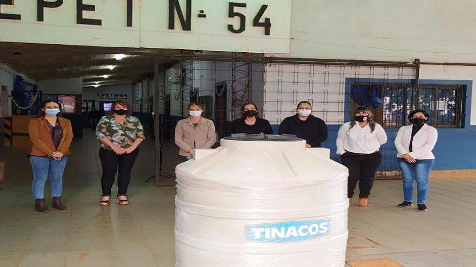 La EPET N°54 de Eldorado recibió la donación de un tanque de agua.