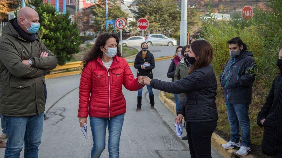 """Atención al Vecino recorrió el """"Barrio los Alerces""""  junto a la concejala Laura Ávila"""