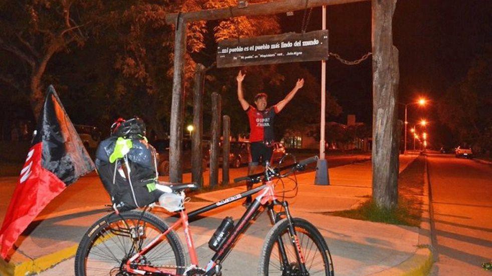 Locura sabalera: viaja en bicicleta a Asunción para ver a Colón en la final de la Copa