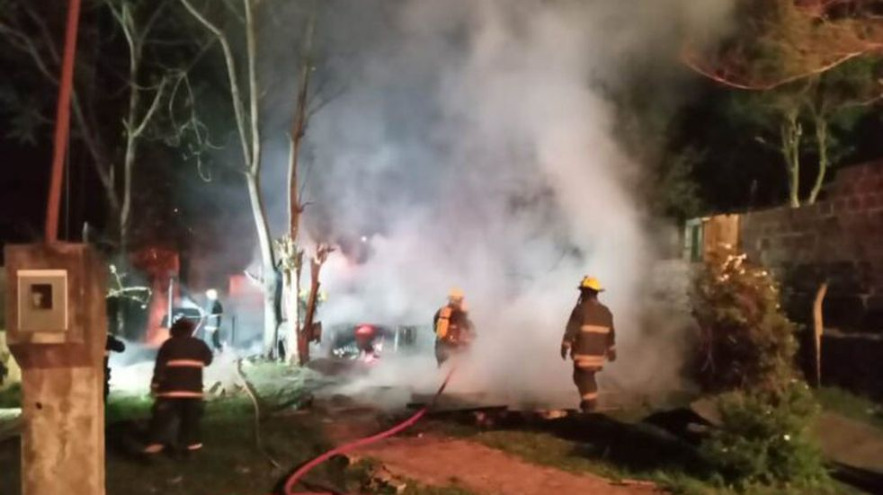 Incendio fatal en Leandro N. Alem: un padre y su hijo fallecieron
