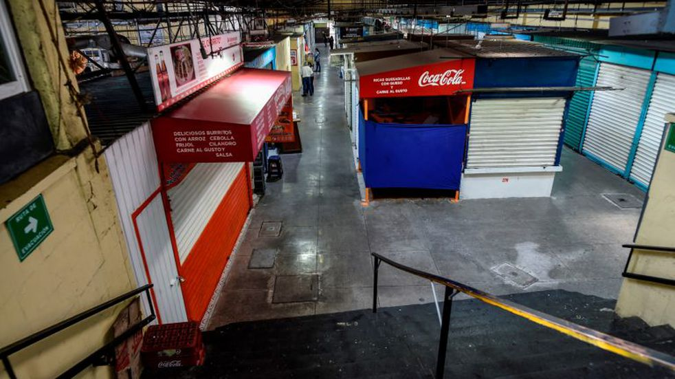 View of an empty market during the outbreak of the new coronavirus COVID-19, in Mexico City, on April 3, 2020. (Photo by Alfredo ESTRELLA / AFP)