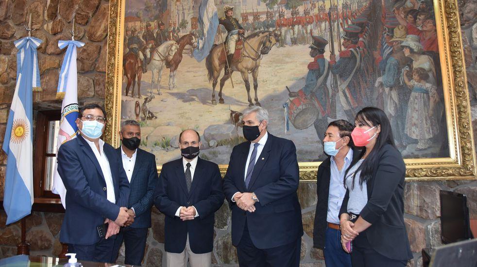 El vicegobernador Haquim recibió a la delegación salteña en el despacho de Presidencia de la Legislatura.