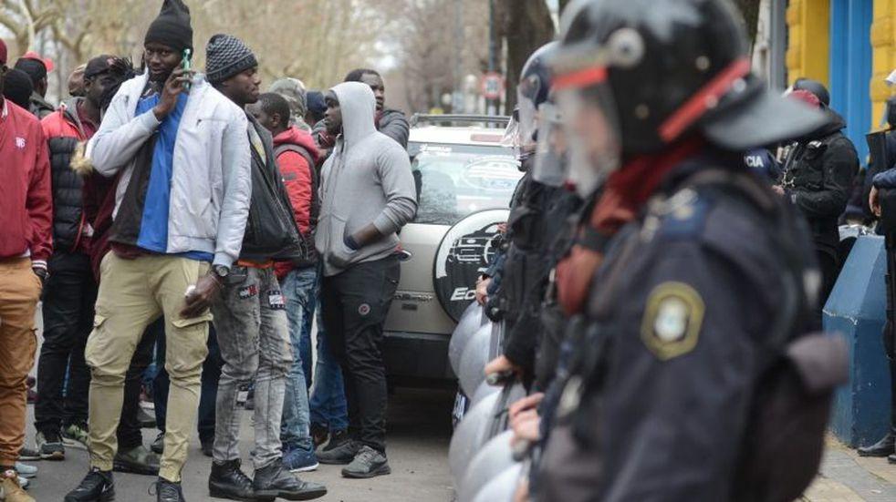 Senegaleses marchan hacia Fiscalía para reclamar contra las detenciones