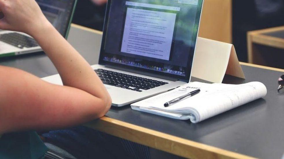 La Universidad Nacional de Rosario (UNR) ofrece descuentos especiales y financiamiento flexible para la renovación de notebooks y computadoras personales de docentes y no docentes. (@unroficial)