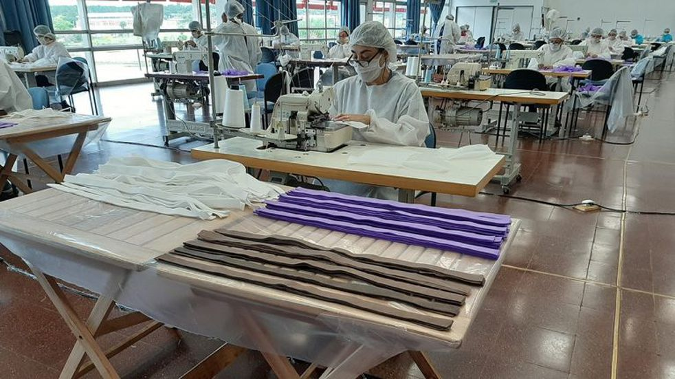 En el Parque del Conocimiento fabrican 50.000 barbijos y 8.000 camisolines por mes