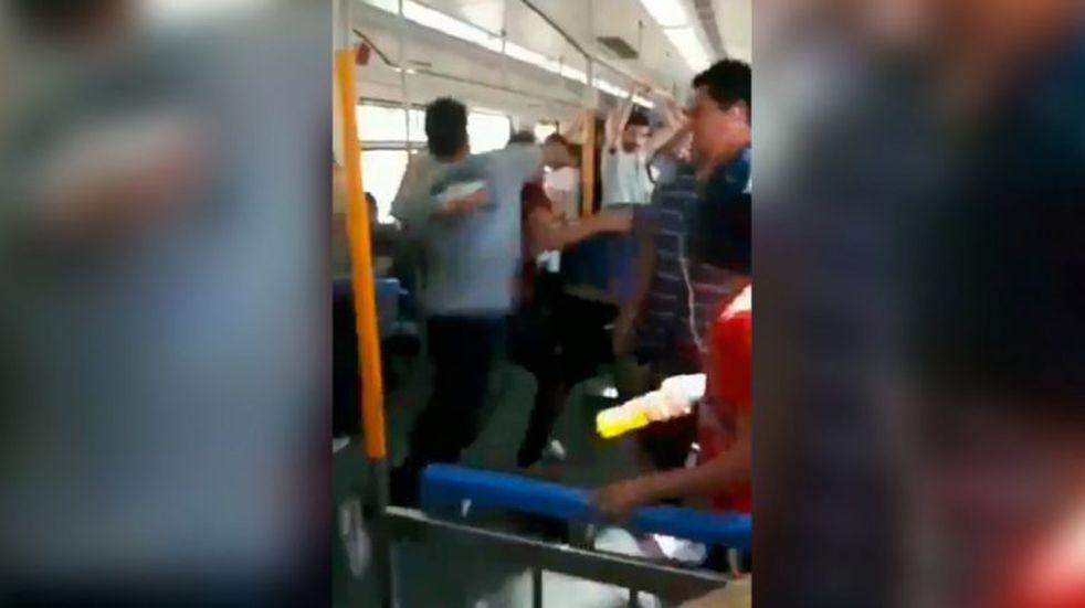 Hubo una pelea salvaje dentro del Tren Roca y el video se hizo viral