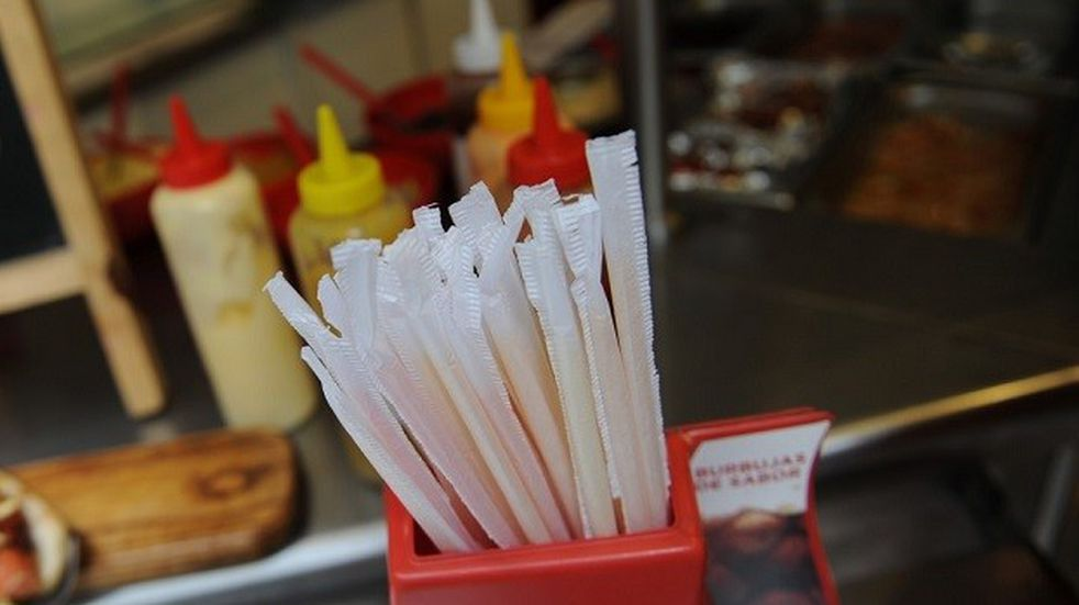 Podrían prohibir el uso de sorbetes plásticos en Salta