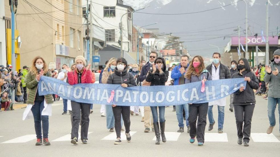 El tradicional desfile tuvo la presencia de más de 170 instituciones y organizaciones.