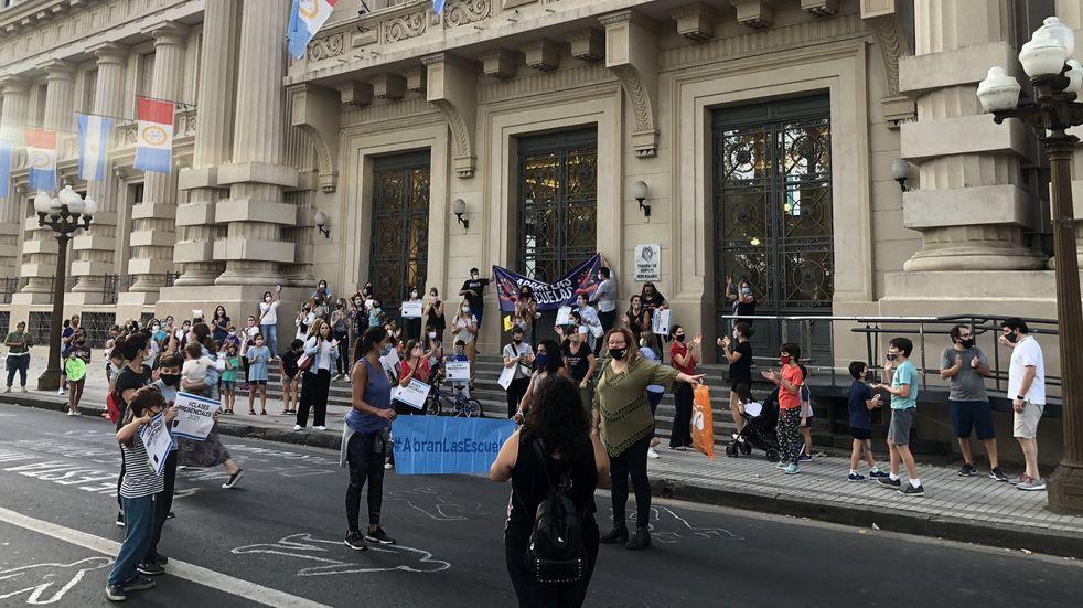 Pedirán ante la Justicia que se reanuden las clases presenciales en Rosario