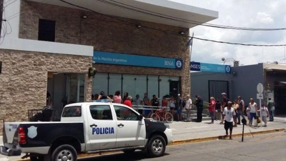Golpe comando al Banco Nación de Isidro Casanova: mataron a un cajero antes de fugarse