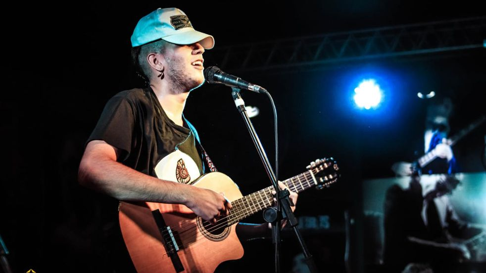 El artista comenzó su carrera musical con la banda que creó su familia.