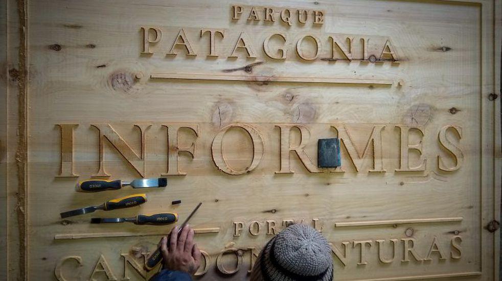 El carpintero de la cartelería del Parque Patagonia