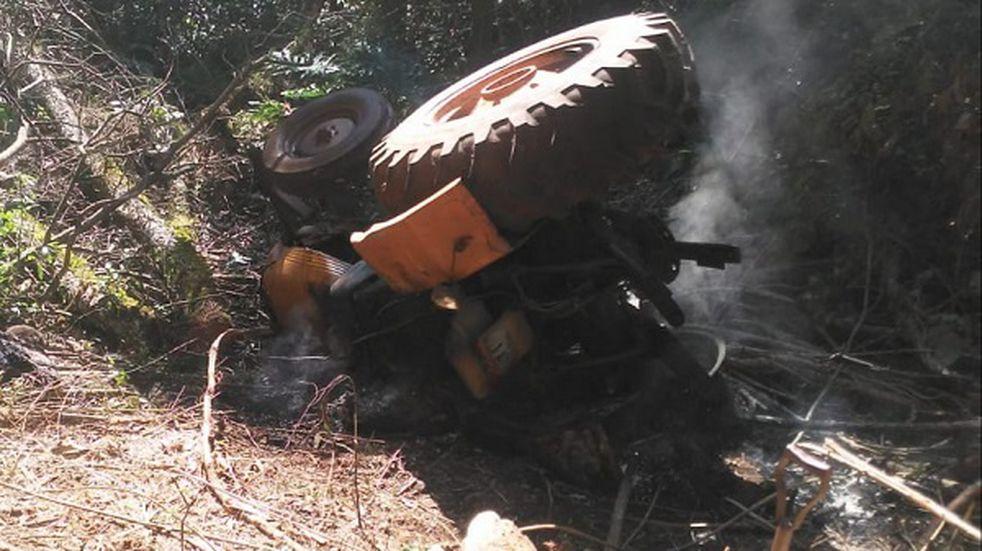 Accidente fatal: joven perdió la vida tras volcar con el tractor
