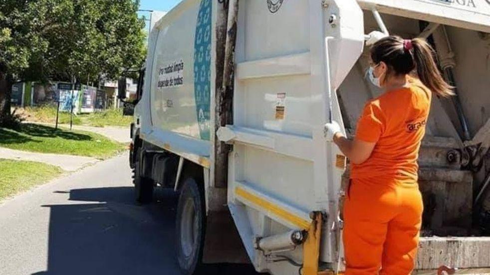 La primera mujer recolectora de residuos de Paraná se llama Natalia y tiene 31 años