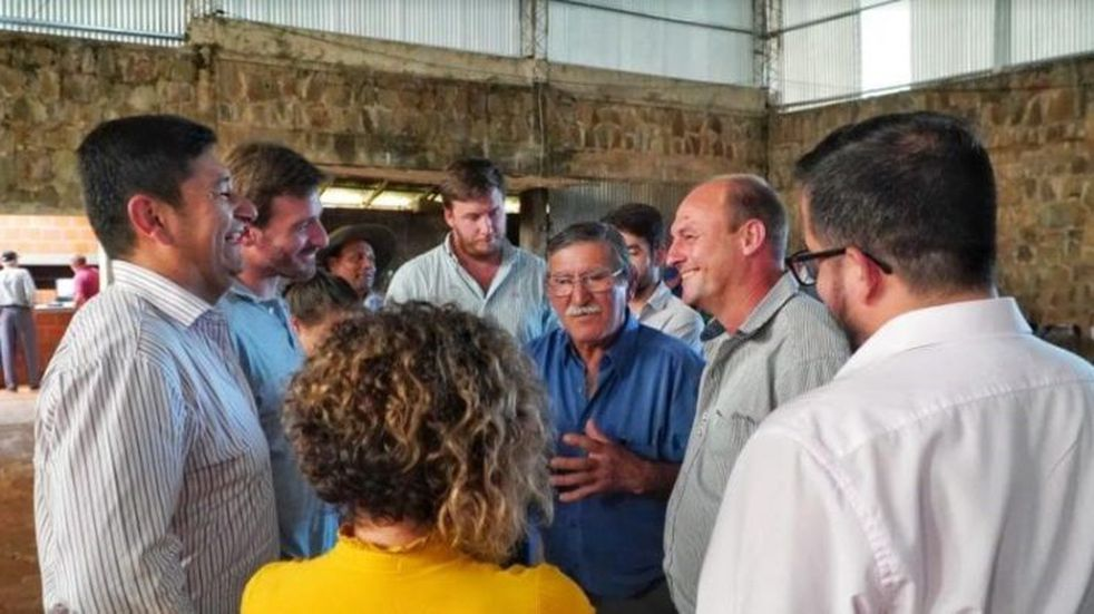 Productores de maíz en Colonia Aurora se reunieron con funcionarios provinciales y crearon una cooperativa