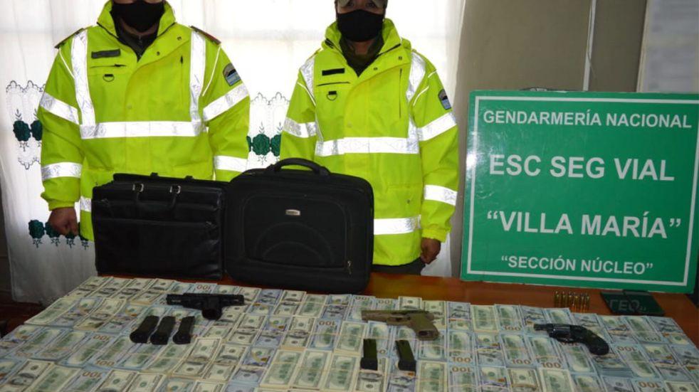Córdoba: liberaron a los hombres que llevaban más de un millón de dólares y armas en el auto