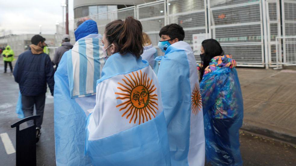 Lo malo de la vuelta del público en Argentina-Bolivia: entradas falsas, incidentes y detenidos