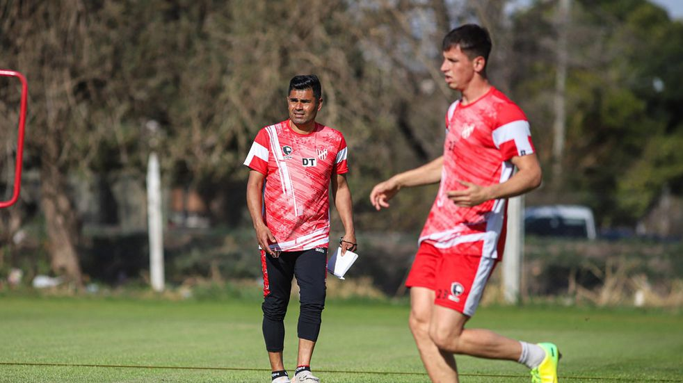 El Capé Sarría vuelve a dirigir a Instituto, con cambios para recibir a All Boys este lunes (Prensa Instituto).