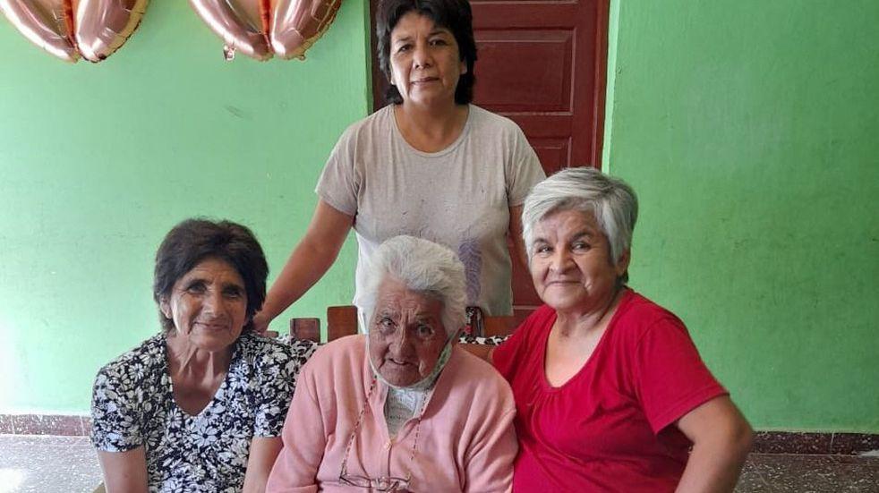 Doña Dina sigue cocinando ñoquis con 100 años recién cumplidos