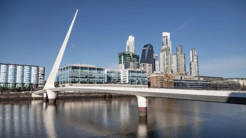 Un joven se tiró del Puente de la Mujer para hacer un video de TikTok