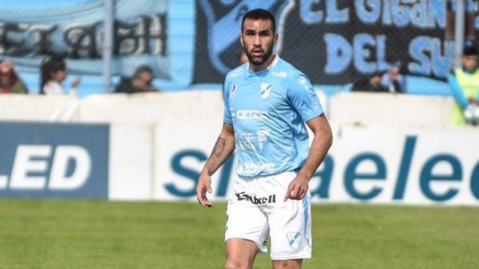 El futbolista de Temperley Enzo Baglivo sufrió un accidente automovilístico y quedó internado