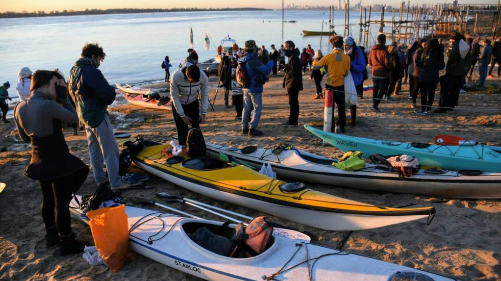 Partió travesía por el río Paraná para reclamar sanción de ley de humedales