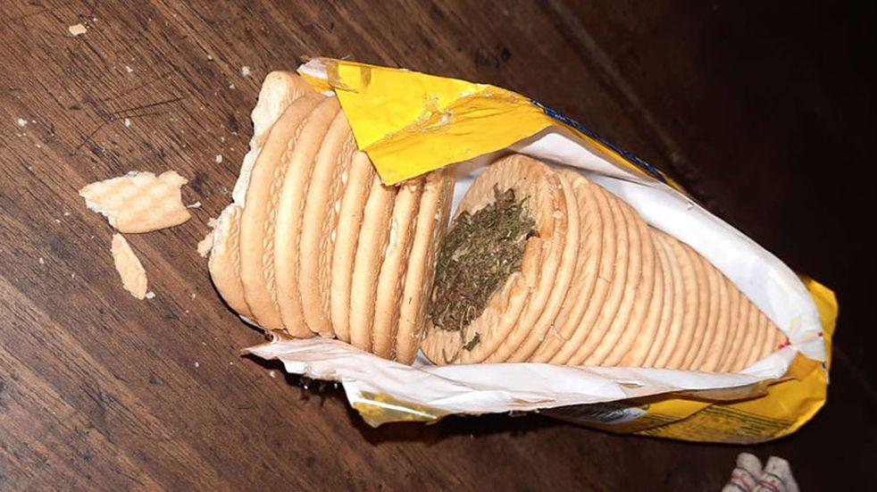Intentaron ingresar marihuana en un paquete de galletitas a una comisaría