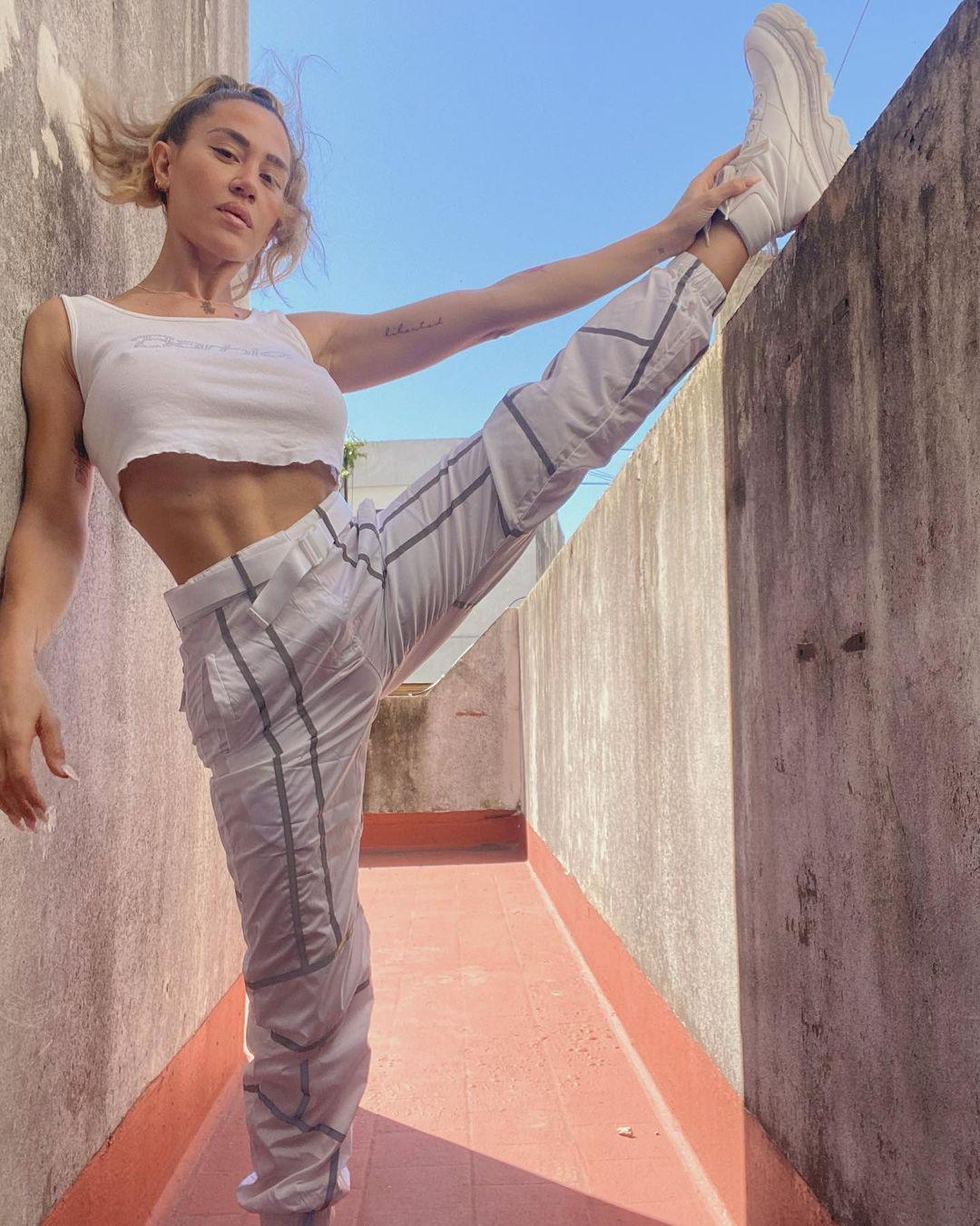 Jimena Barón y sus ejercicios al sol