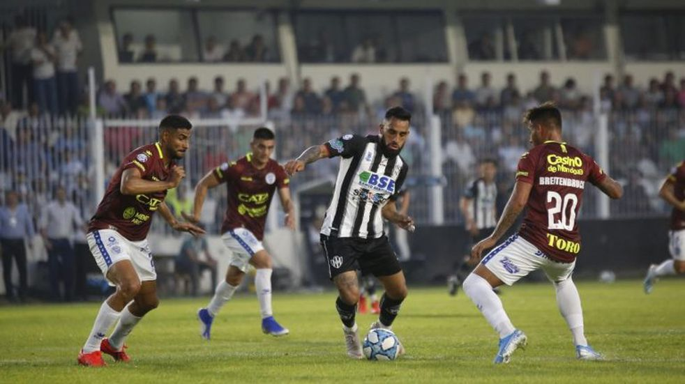 Central Córdoba le ganó 1 a 0 a Godoy Cruz sobre el final