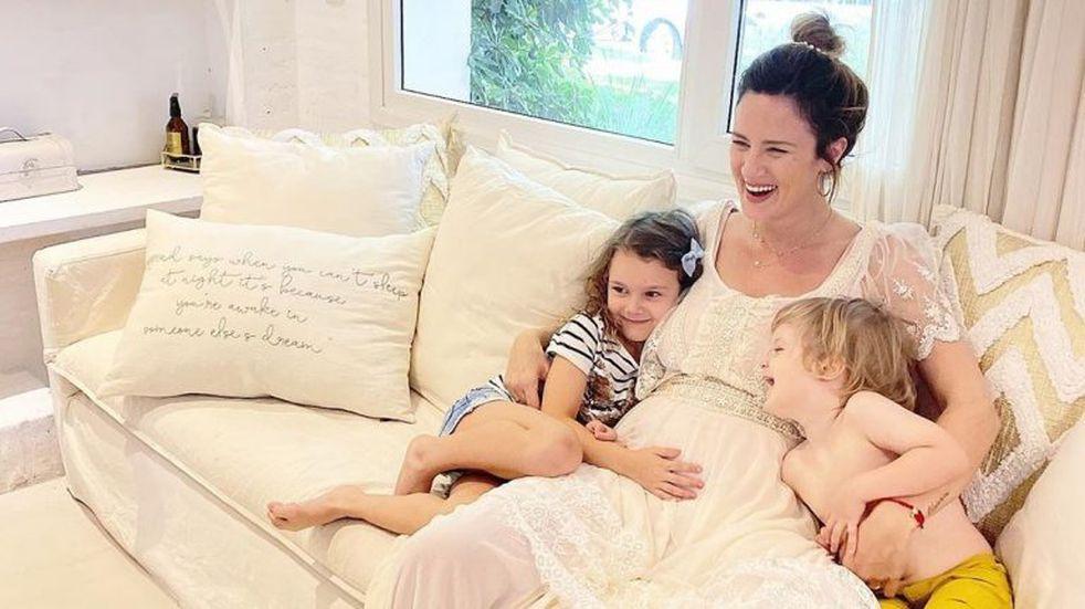 Paula Chaves compartió un tierno video en el que le cuenta a sus hijos que tendrán una hermanita