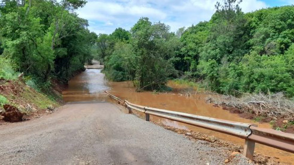Varios caminos de la provincia de Misiones se encuentran abnegados por las intensas lluvias.