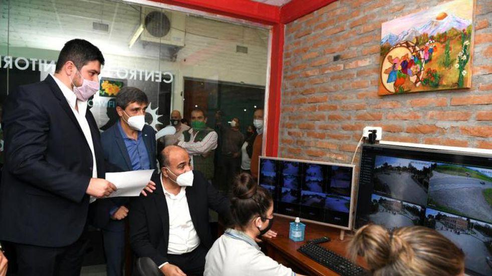 El gobernador Manzur inauguró un centro de monitoreo en Villa Quinteros