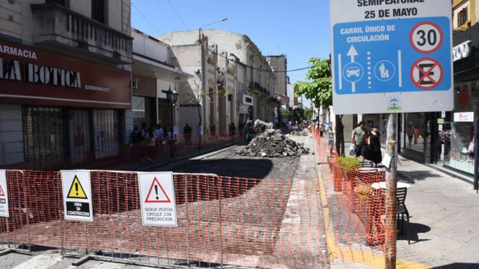 Comenzaron las obras para convertir en semipeatonal a la calle 25 de Mayo al 400