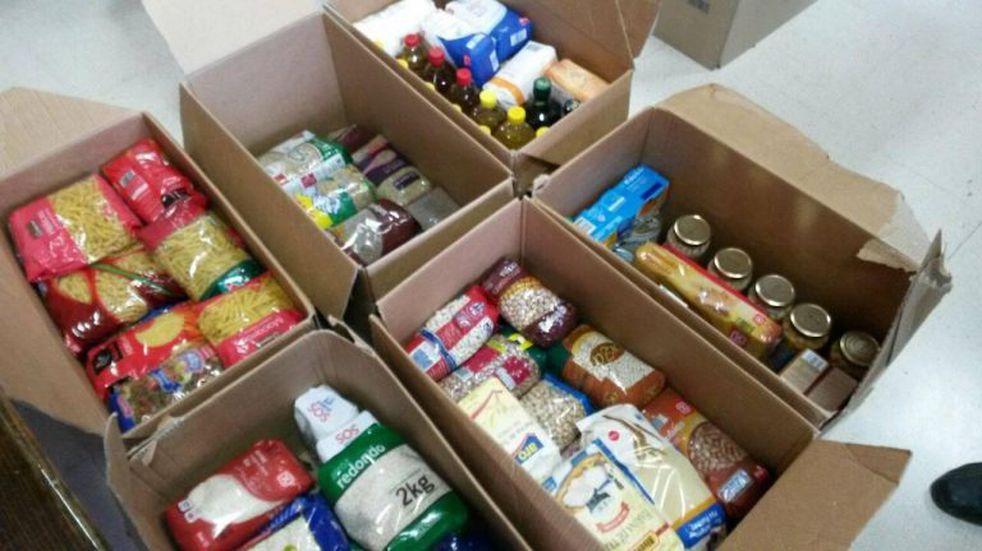 Padres y madres de instituciones deportivas recolectan donaciones para los más necesitados