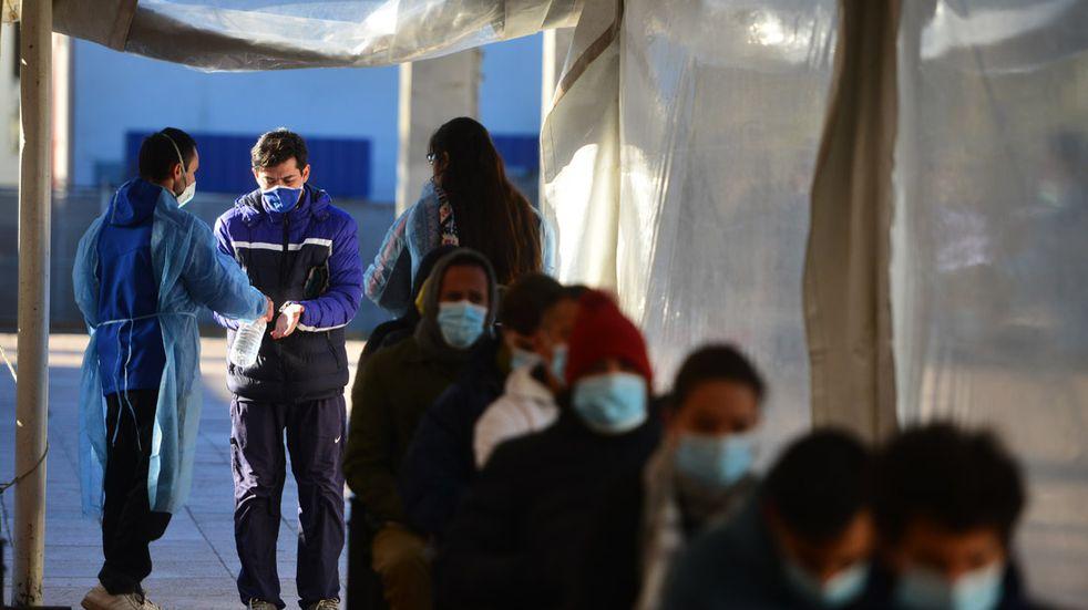 Vacunación en Córdoba: el 76% de adultos recibió la primera dosis, y el 23% de las dos