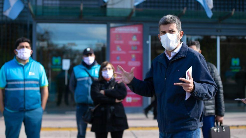 Ulpiano Suarez no descartó más restricciones