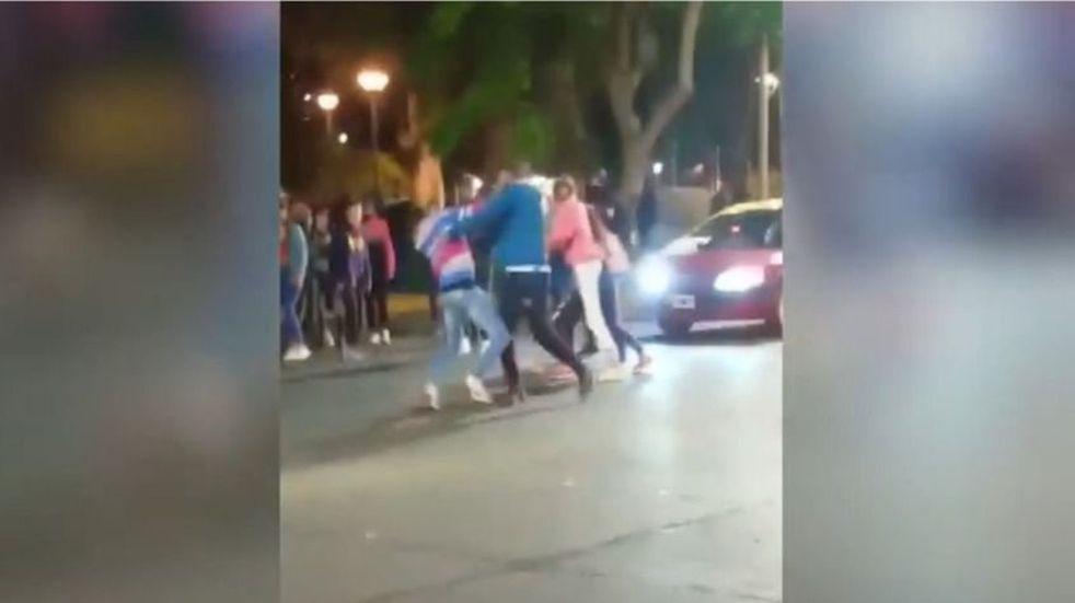 La pelea ocurrió sobre calle Las Heras, en el Parque de Mayo.