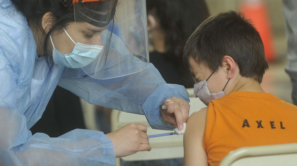Vacunación en menores en el pabellón Argentina de Ciudad Universitaria contra el coronovirus 10 octubre 2021 foto Javier Ferreyra