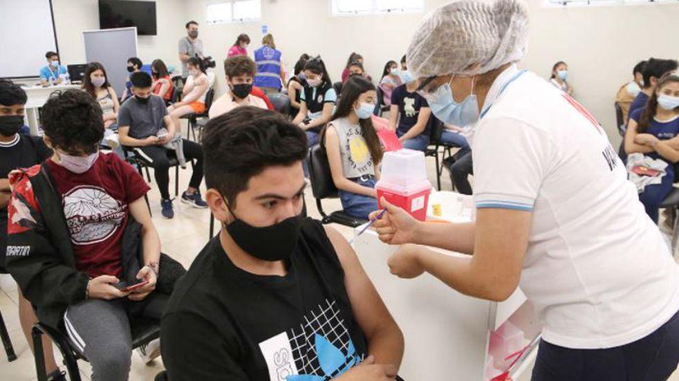 Comenzó la vacunación a adolescentes de 16 años.