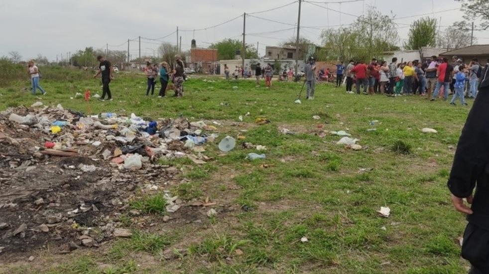 Desalojaron 50 familias de terrenos tomado en Pérez (Rosario 3)