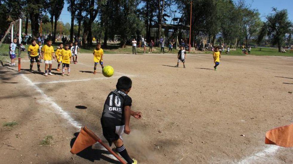 Flexibilizaciones: el Municipio de Carlos Paz solicitó al COE incorporar canchas y escuelas de fútbol