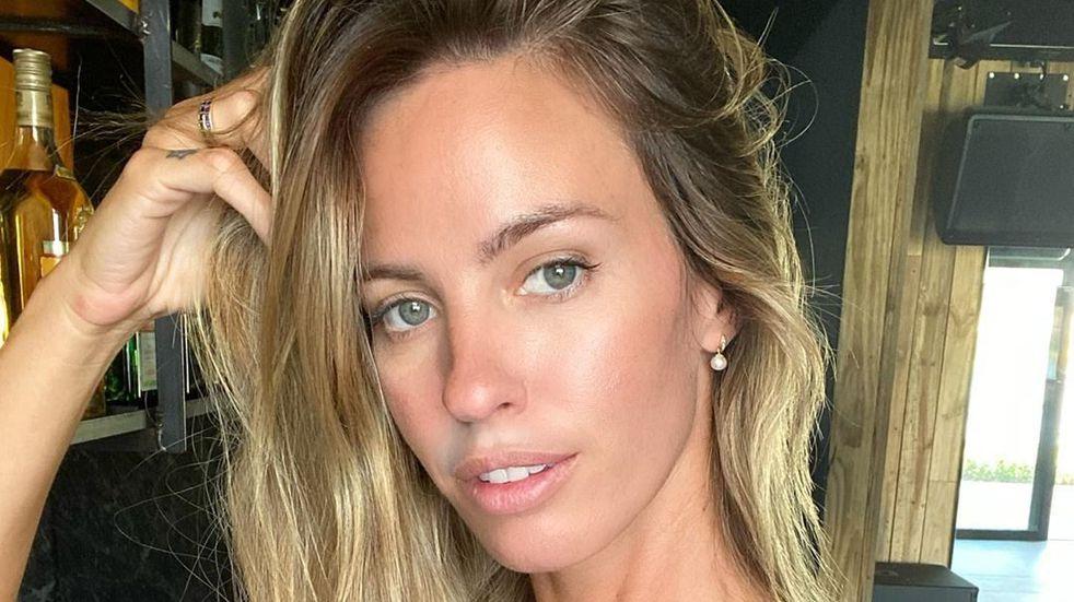 Rocío Guirao Díaz encendió las redes con una bikini anudada y sombrero de paja al sol