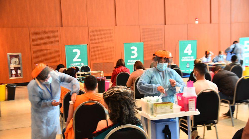 Vacunatorio del Centro de Convenciones Córdoba.  Campaña de vacunación contra el Covid.  (Pedro Castillo)