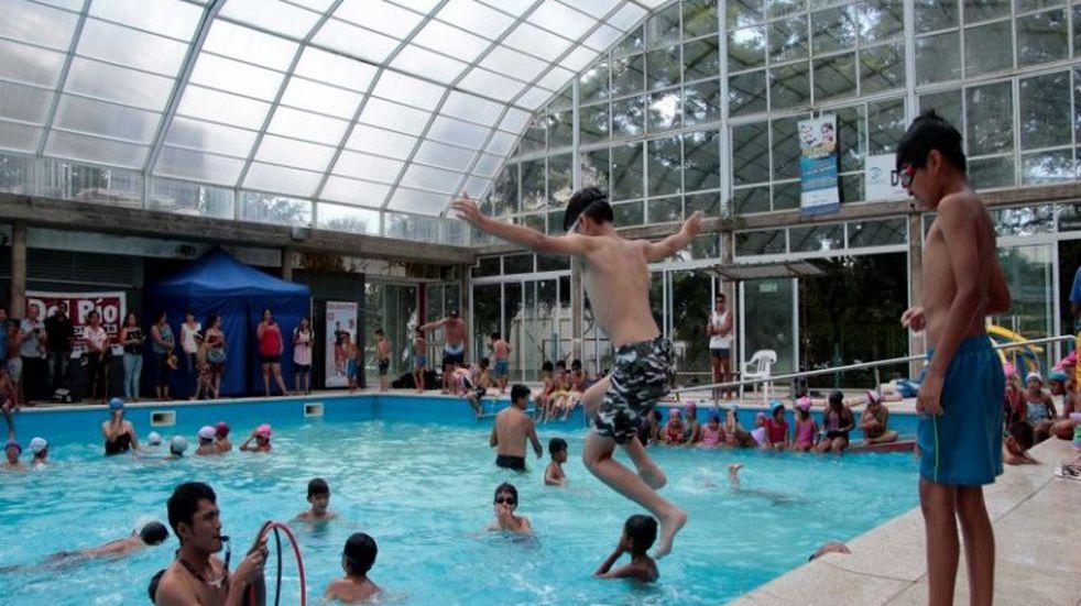Natatorio municipal celebró aniversario con torneo e inclusión